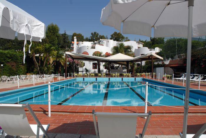Piscina sanremo piscine corsi di nuoto acquagym sanremo - Corsie per piscine ...